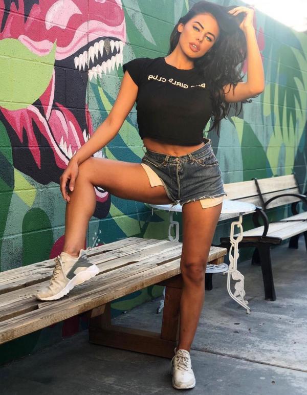 Rodriguez  nackt Amanda Zelle LLP:
