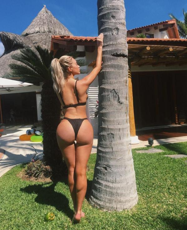 Karanikolaou nackt Stassie  Kylie Jenner's