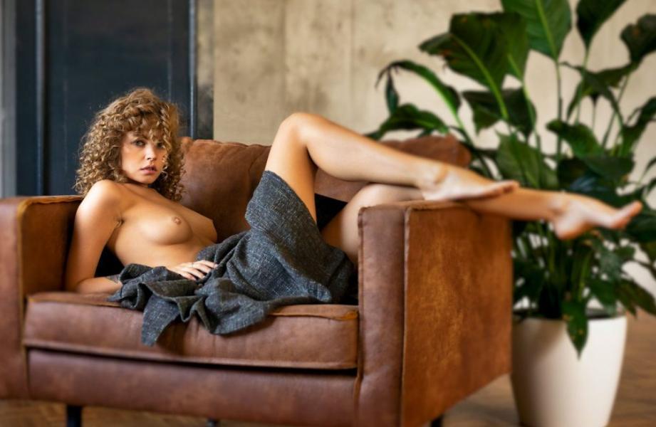 Anastasiya Scheglova Sexy Topless Photos