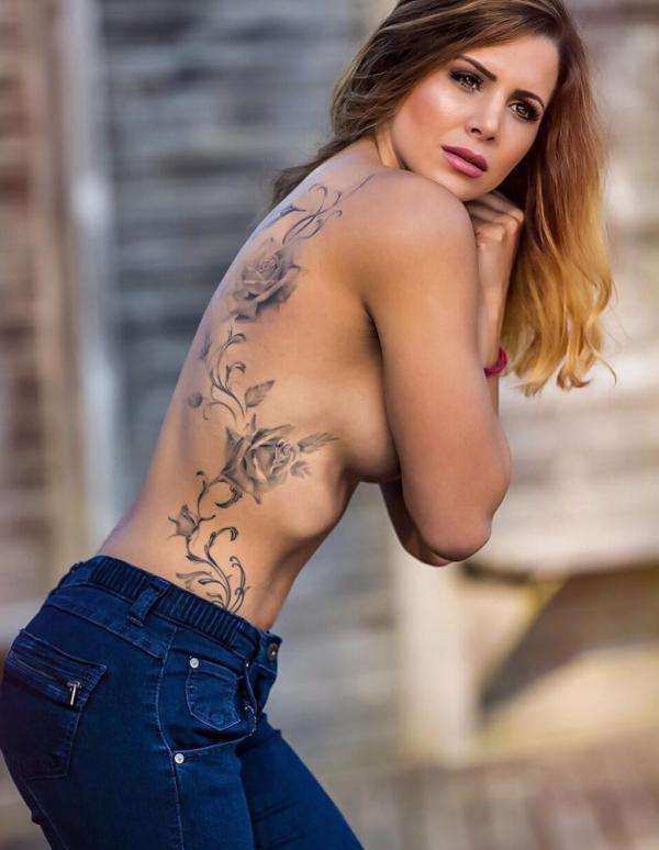 Nackt  Allie Goertz Mo Collins
