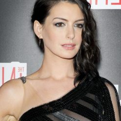 Anne Hathaway Areola Peak Photos 6