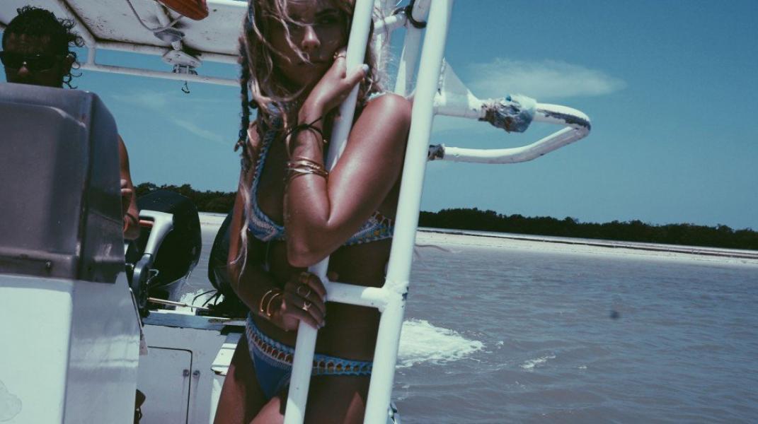 Ashley Benson Tits Photos 8