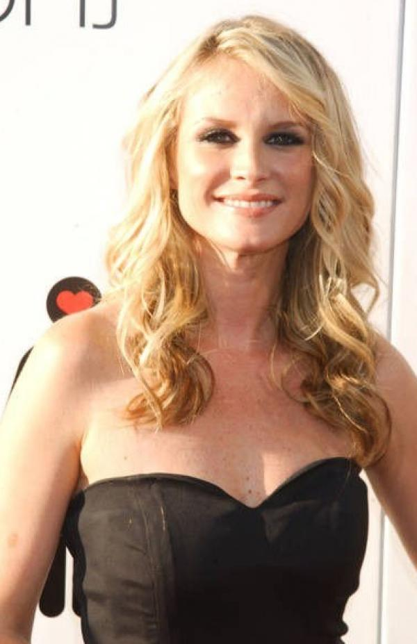 Bonnie Somerville Nude Sexy Photos 105