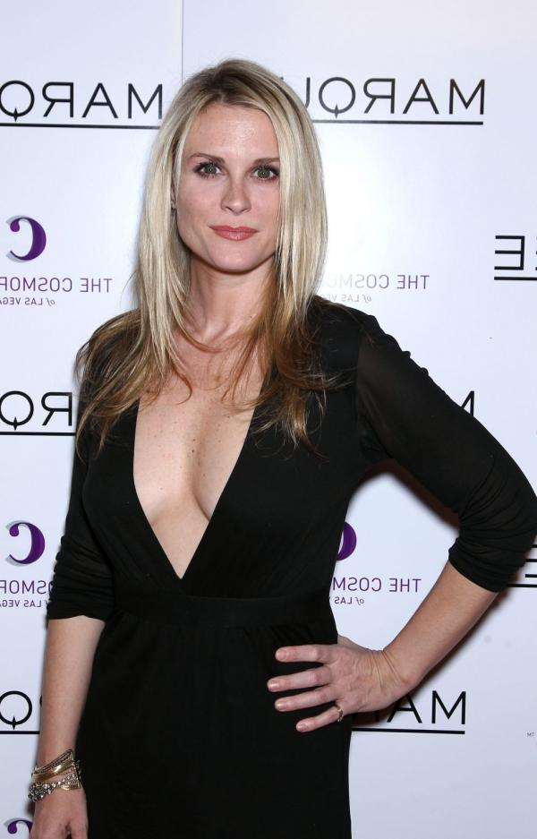Bonnie Somerville Nude Sexy Photos 30