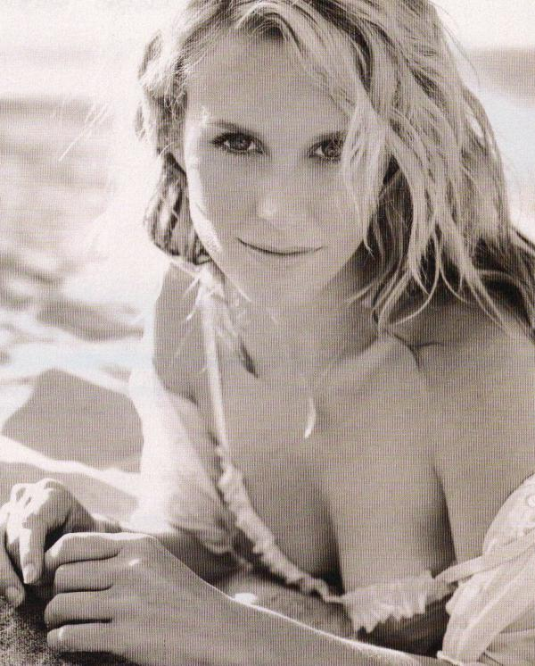 Bonnie Somerville Nude Sexy Photos 34