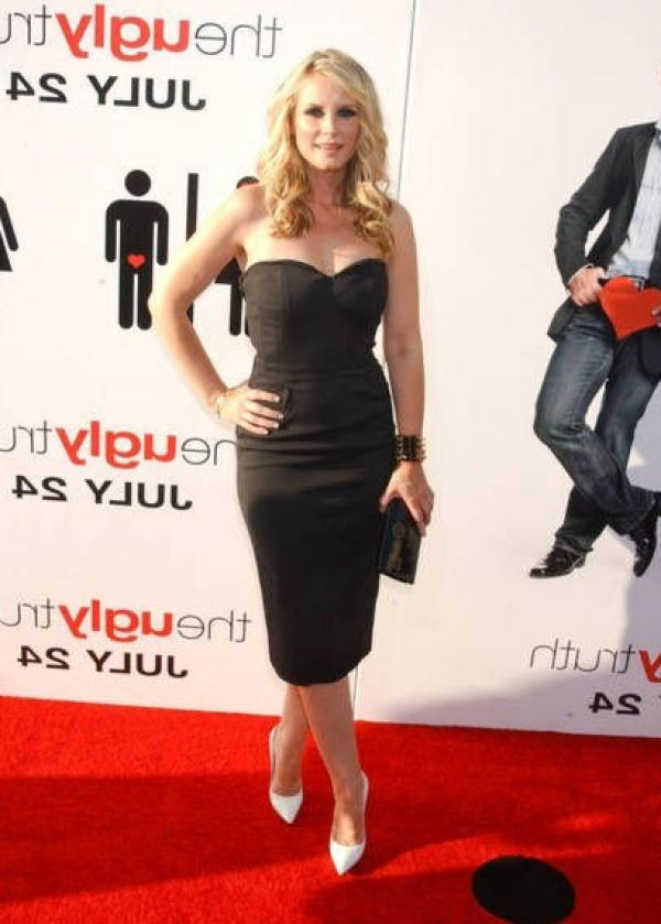 Bonnie Somerville Nude Sexy Photos 96