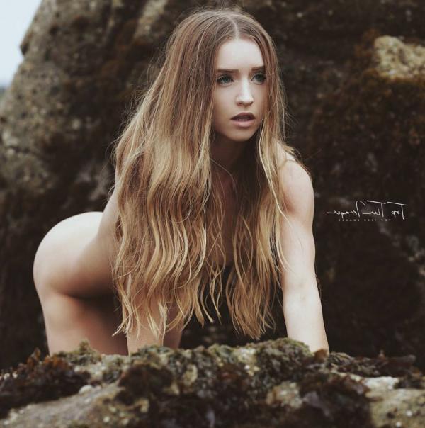 Briana Agno Nude Sexy Photos 117