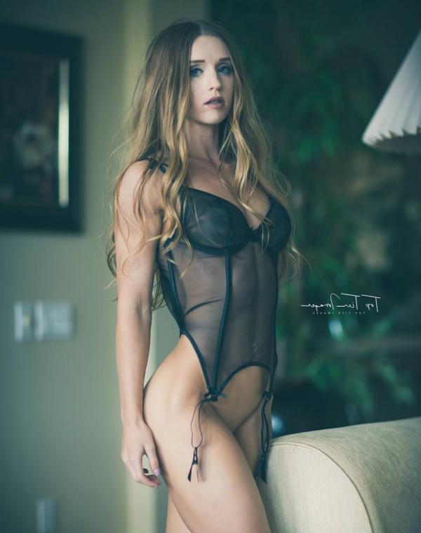 Briana Agno Nude Sexy Photos 192