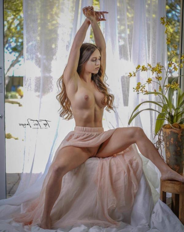 Briana Agno Nude Sexy Photos 25