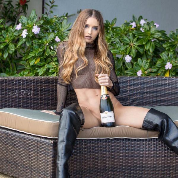 Briana Agno Nude Sexy Photos 34