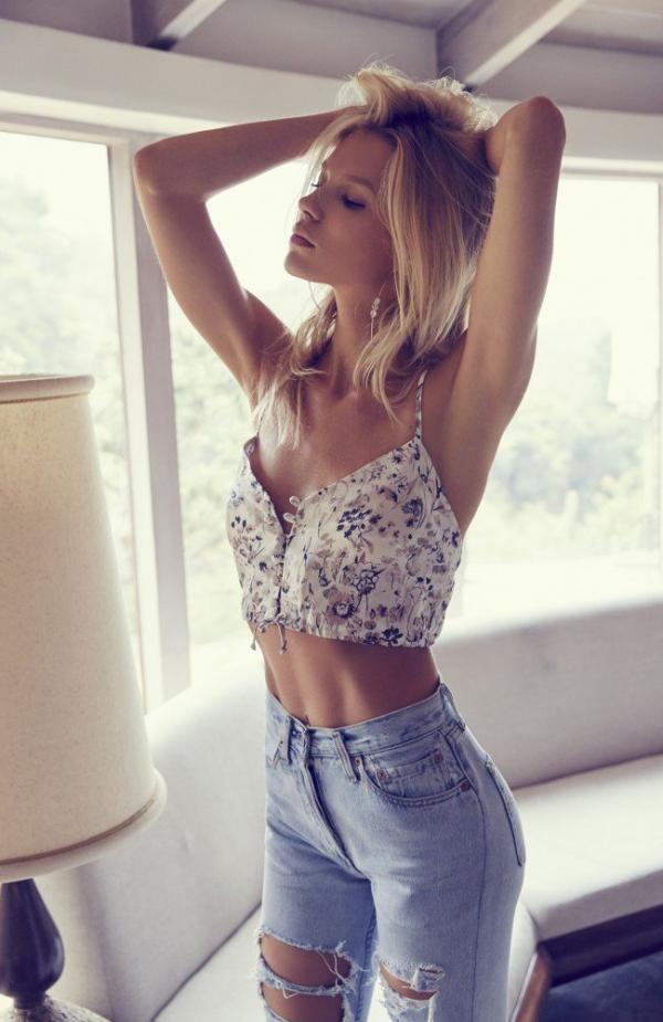 Britt Maner Nude Sexy Photos 25