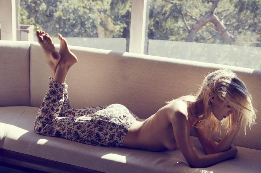 Britt Maner Nude Sexy Photos 30