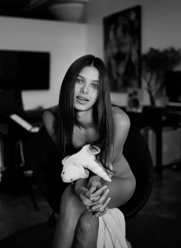 Bruna Lirio Nude Photos 10