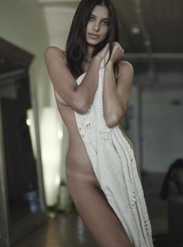 Bruna Lirio Nude Photos 6