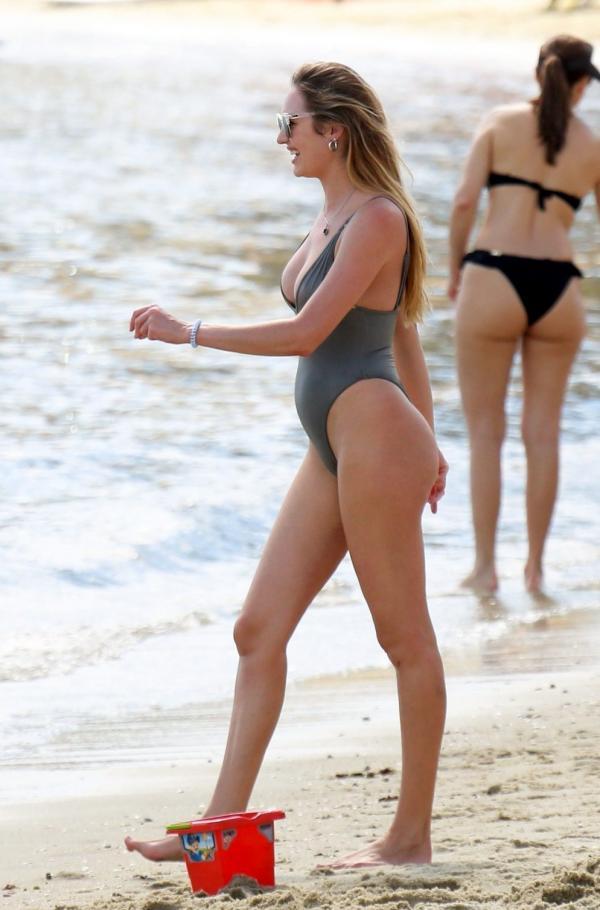 Candice Swanepoel Sexy Photos 30