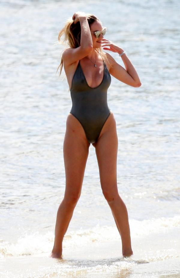 Candice Swanepoel Sexy Photos 32