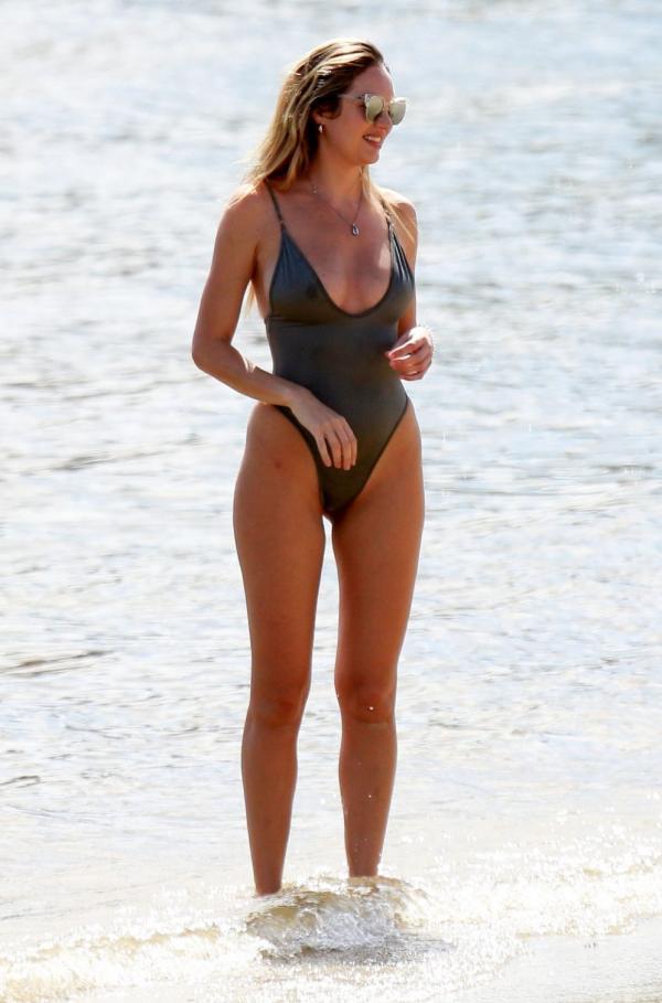 Candice Swanepoel Sexy Photos 33
