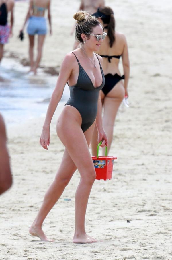 Candice Swanepoel Sexy Photos 53