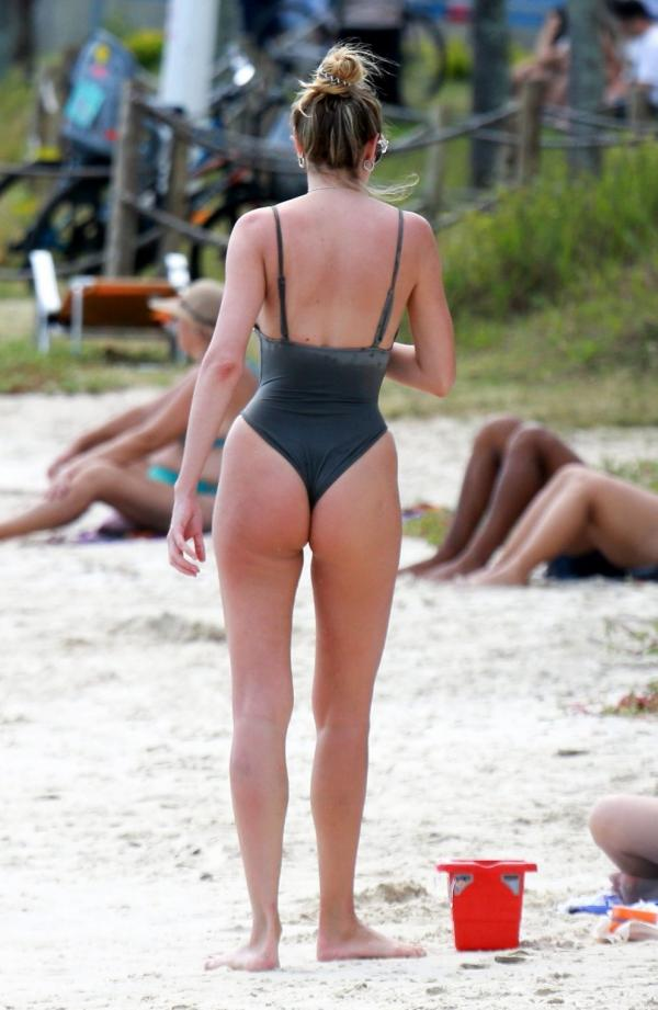 Candice Swanepoel Sexy Photos 55