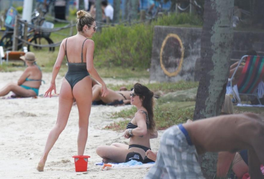 Candice Swanepoel Sexy Photos 56