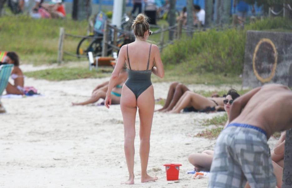 Candice Swanepoel Sexy Photos 57