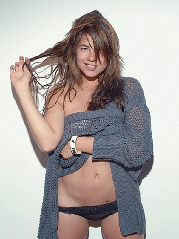 Carla Giraldo Topless Photos 11