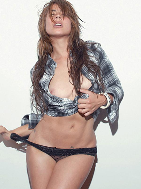Carla Giraldo Topless Photos 7