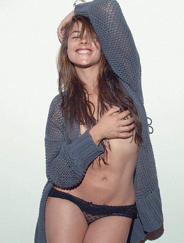 Carla Giraldo Topless Photos 9