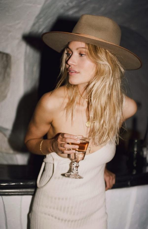 Caroline Corinth Topless Sexy Photos 69