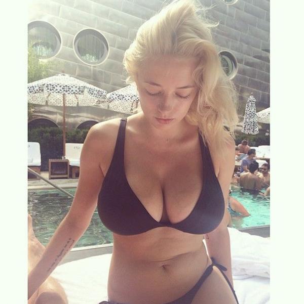 Caroline Vreeland Nude Sexy Photos 18