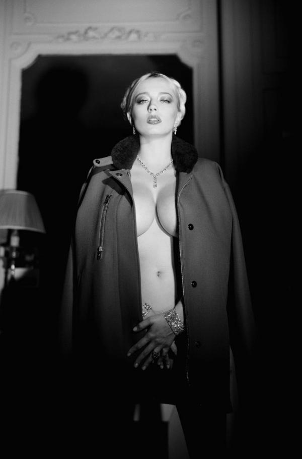 Caroline Vreeland Nude Sexy Photos 20