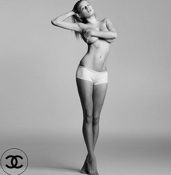 Caroline Vreeland Nude Sexy Photos 26