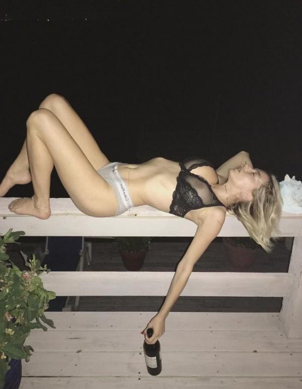Caroline Vreeland Nude Sexy Photos 30