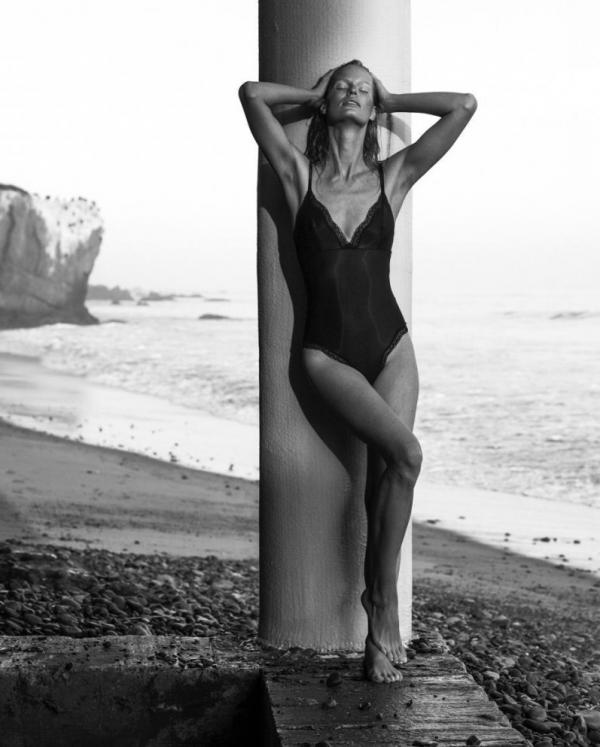 Caroline Winberg Nude Sexy Photos 17