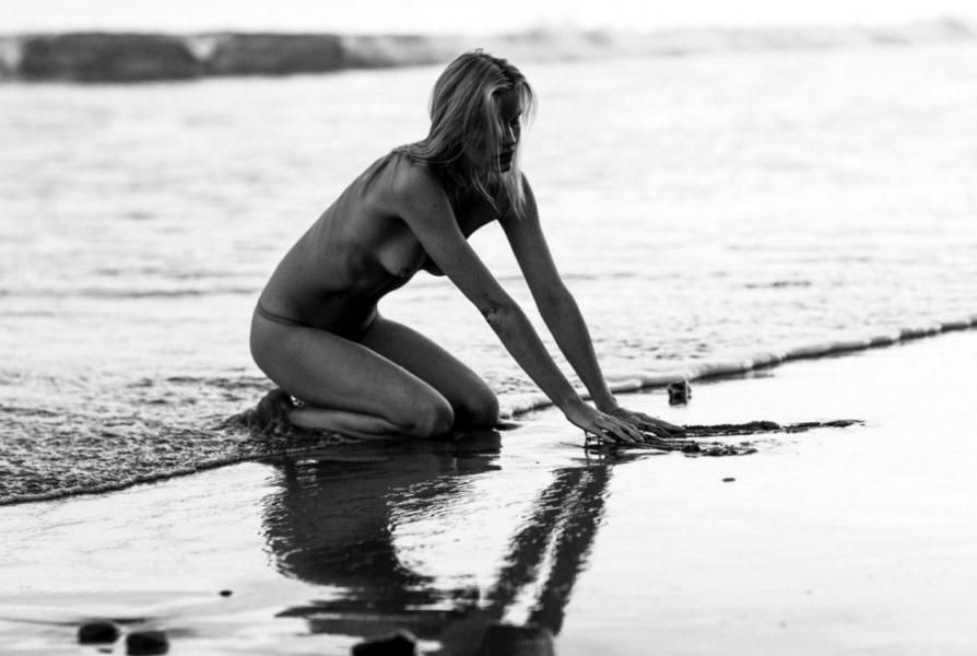 Caroline Winberg Nude Sexy Photos 31