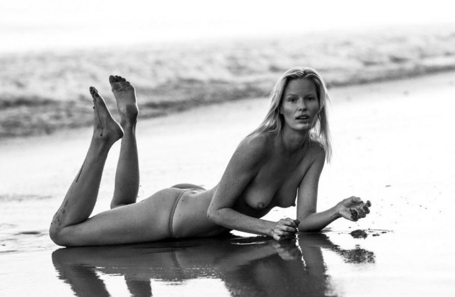 Caroline Winberg Nude Sexy Photos 32