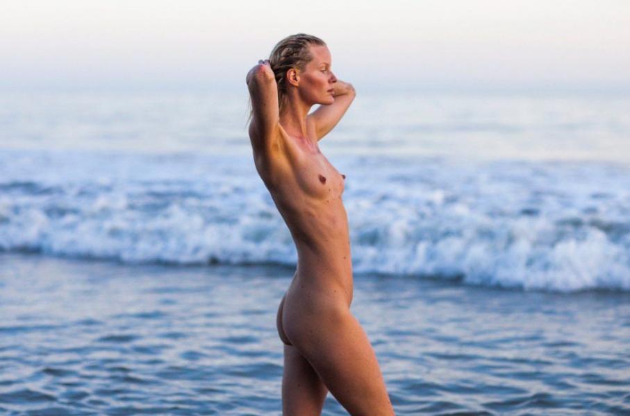 Caroline Winberg Nude Sexy Photos 36