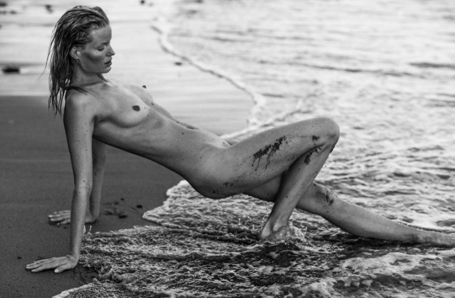 Caroline Winberg Nude Sexy Photos 40