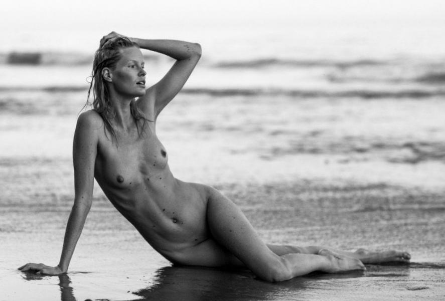 Caroline Winberg Nude Sexy Photos 44