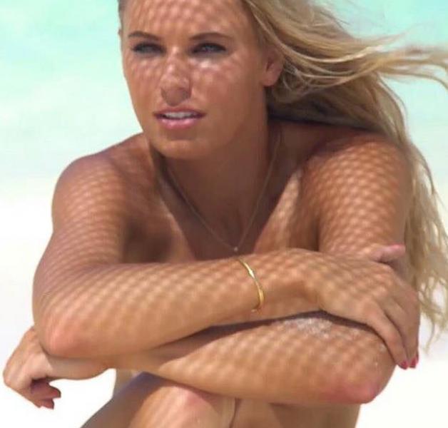 Caroline Wozniacki Nude Sexy Photos 88