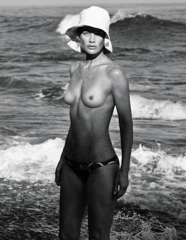 Carolyn Murphy Topless Sexy Photos 22