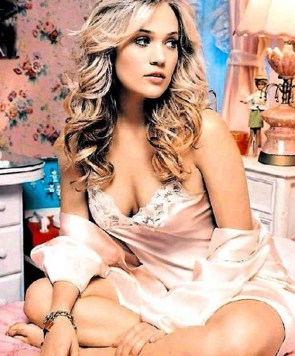 Carrie Underwood Sexy Photos 25