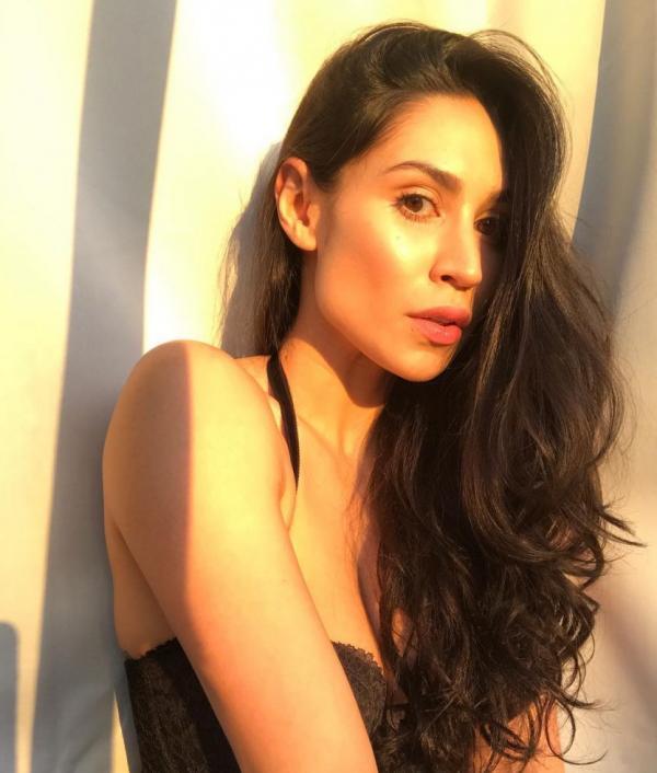 Cassie Steele Sexy Photos 8