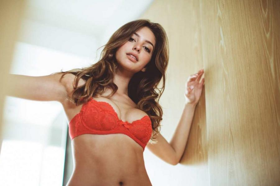 Celine Farach Sexy Photos 16