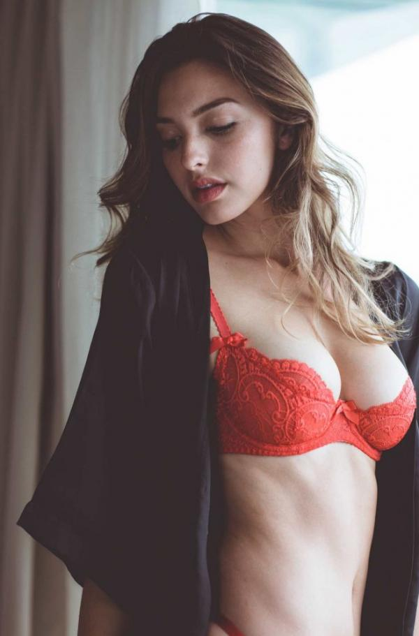 Celine Farach Sexy Photos 20