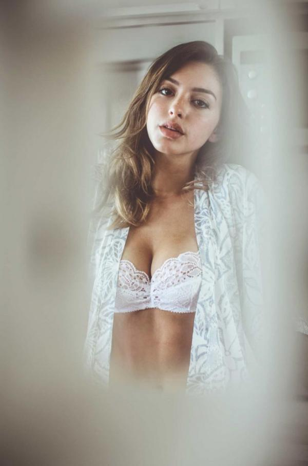 Celine Farach Sexy Photos 8