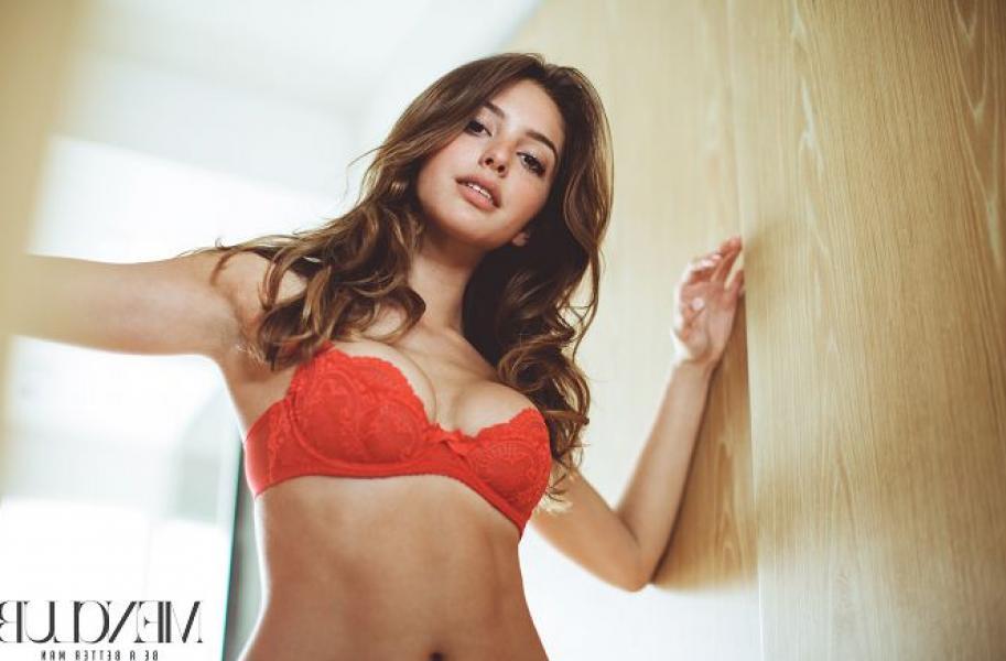Celine Farach Sexy Pics 13