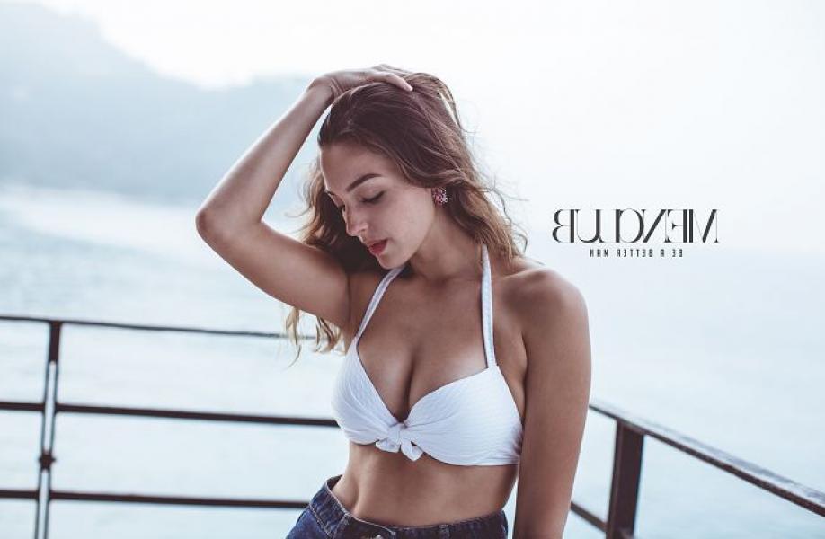 Celine Farach Sexy Pics 16