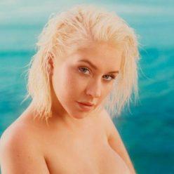 Christina Aguilera Topless and Sexy Photos 9