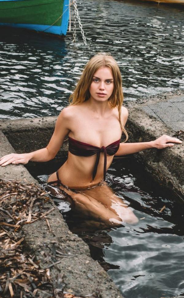 Effy Harvard Sexy Photos 24